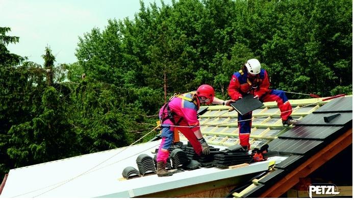 Valbeveiliging voor het werken op een schuin dak
