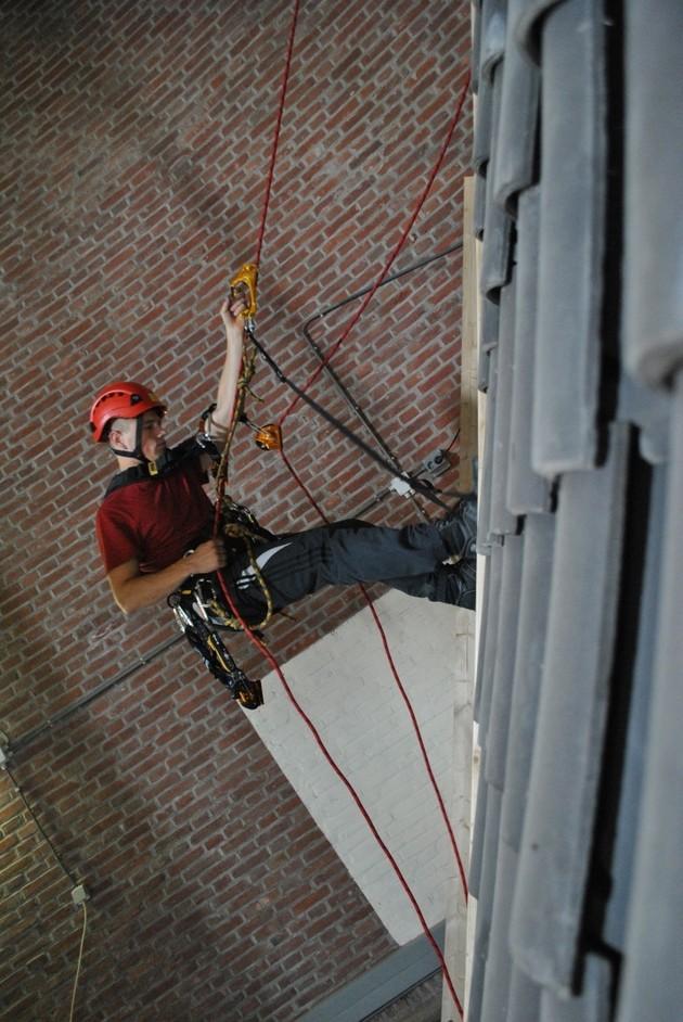 Veilig werken op schuine daken